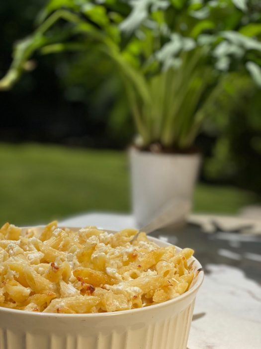 white cheddar mac & cheese