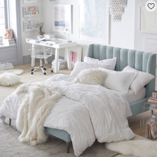 Things You Need to Create a Beautiful Girl's Dorm Room