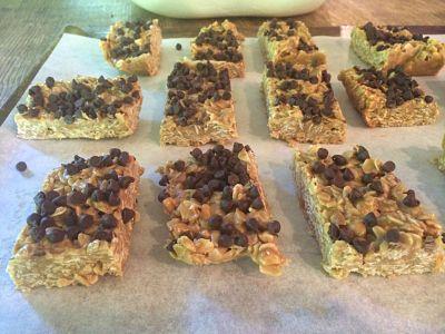 No Bake Chewy Oatmeal Chocolate Chip Granola Bars