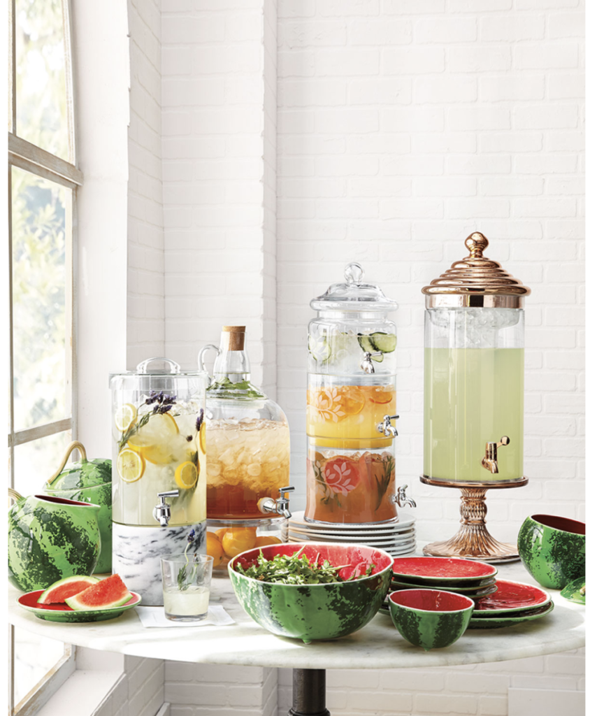 How to Make Beautiful and Healthy Fruit Water Guests Will Love