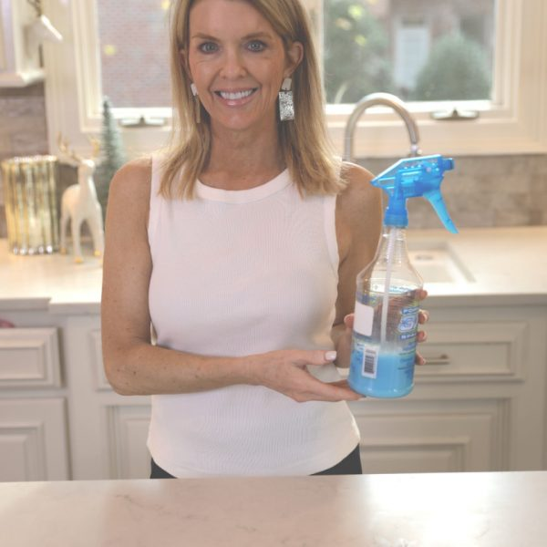 How to Make the Best Shower Door Cleaner Ever with Dawn & Vinegar