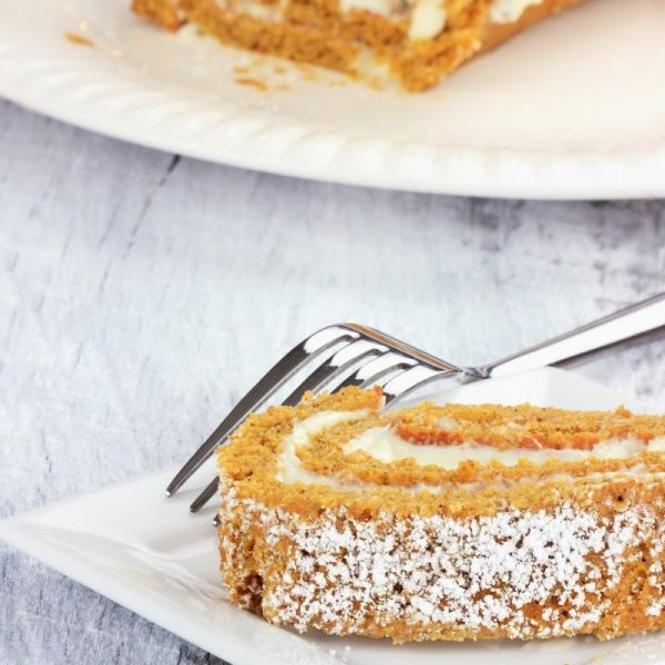 How to Make the Best (and Easiest) Pumpkin Roll